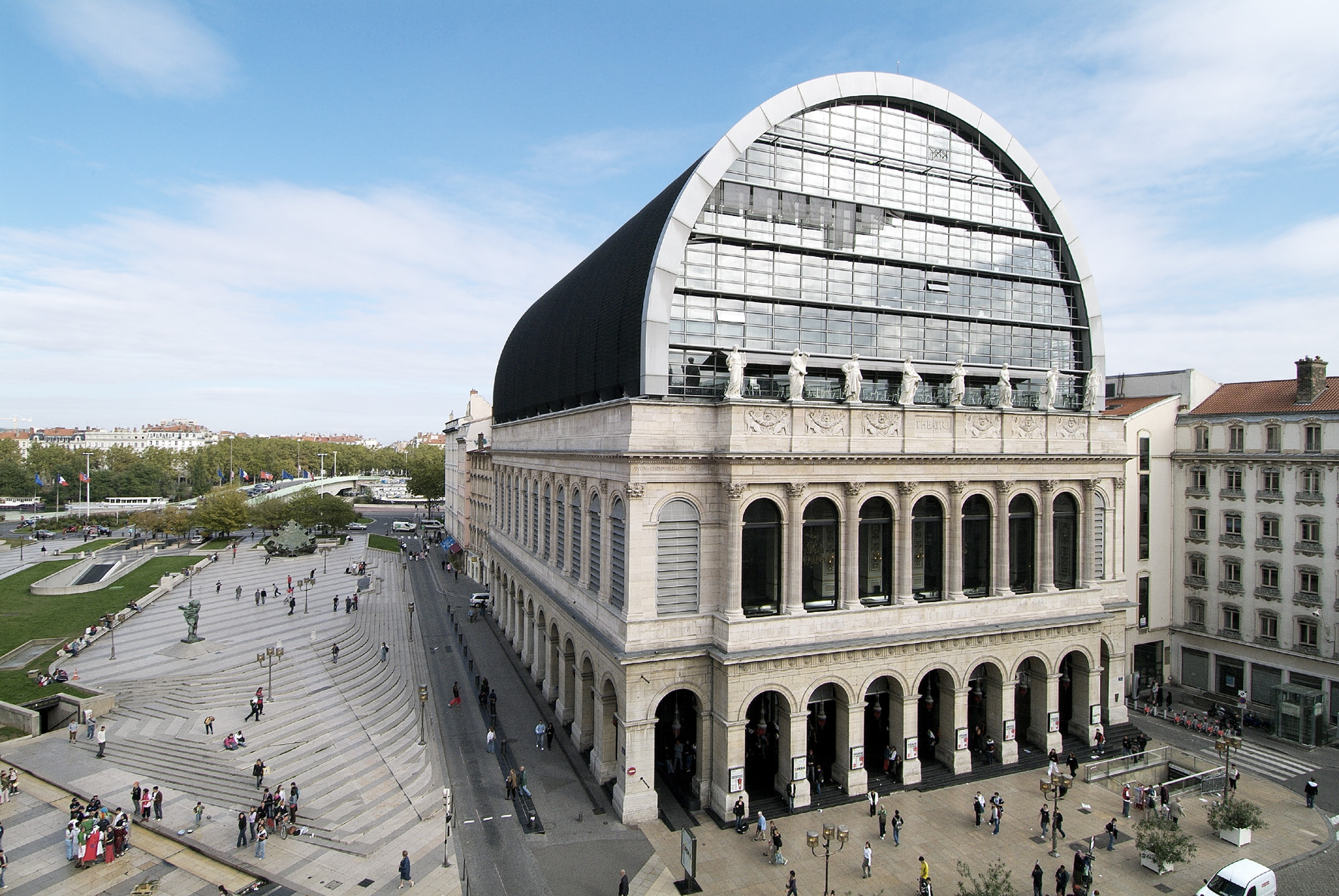 Opéra de Lyon / Extérieur jour