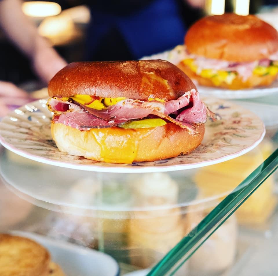 Pignouf Plage, Place Bellecour - sandwichs, smashburgers, cocktails et musique